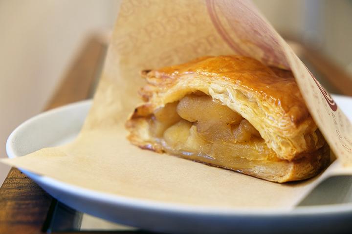 【APPLE POCKETS】やさしい甘さの焼き立てアップルパイ