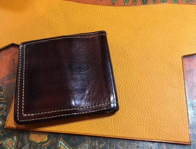 革、色の変化、財布